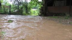 Техника и аварийни екипи отстраняват последствията от бедствието в Самоков