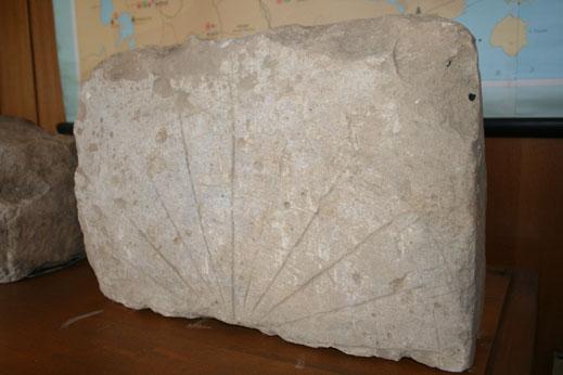 Откриха каменен часовник от ранното Средновековие