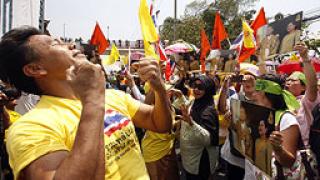 И жълтите ризи вече искат оставки в Тайланд