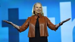 IBM отчете ръст на приходите за първи път от 23 тримесечия
