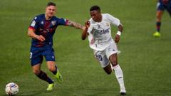 "Реал (Мадрид) с обрат срещу Уеска, домакините удариха две греди за три минути срещу ""галактикос"""