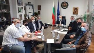 Министър Кралев и представители на спортни федерации обсъдиха мерките за допускане на публика на закрито