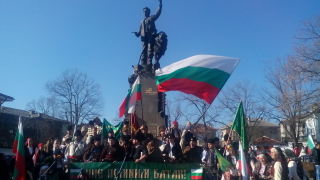 Министрите идват и си отиват, не подменяйте историята, зоват протестиращи
