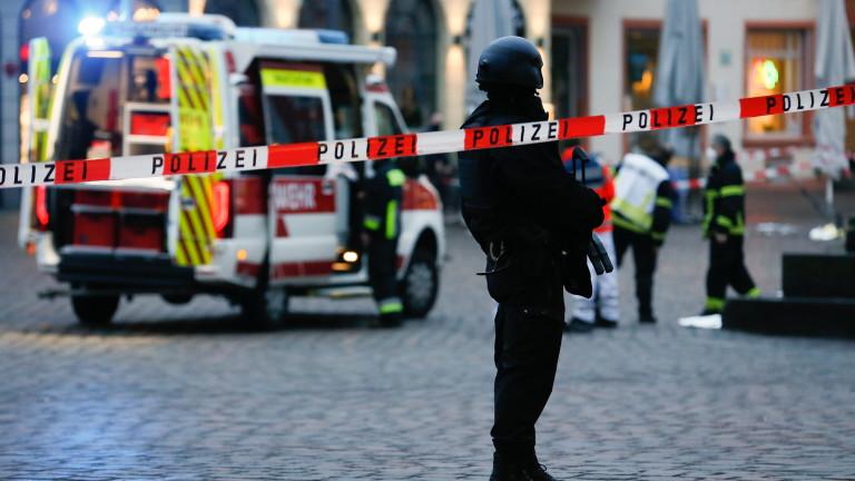 Най-малко трима души са ранени при взрив в централата на