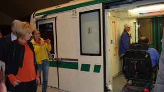 Столичното метро вече е достъпно за инвалидни колички