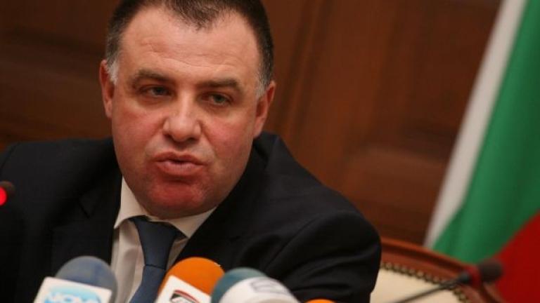 Мирослав Найденов притеснен, че Брюксел може да отнеме акредитацията на ДФЗ
