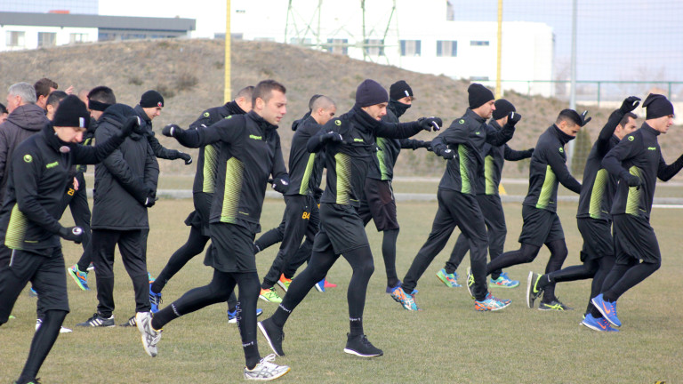 Лидерите във Втора лига поискаха играчи на Ботев (Пловдив)