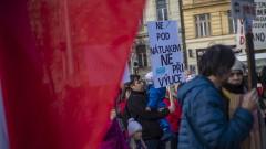 Чехия удължава извънредното положение, след като COVID-19 отново се разпространява