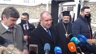 Румен Радев настоя партиите да заявят мястото си на барикадата сега