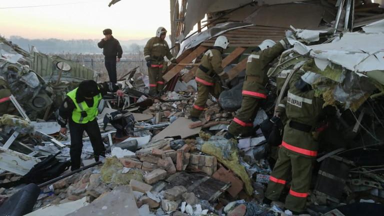 Откриха черните кутии на катастрофиралия в Казахстан самолет