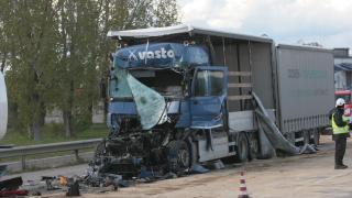 Двама пострадали при тежка катастрофа на Околовръстното в столицата