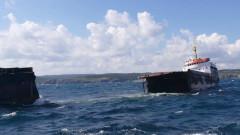 Корабът, който се разцепи в Черно море, е превозвал руда за Крим