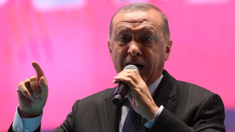 Ердоган намекна, че САЩ са подложили Турция на жестока икономическа атака