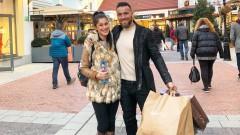 Алек Манолов и половинката му на празничен шопинг в Европа