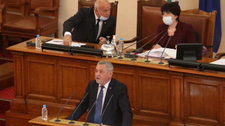 Валери Симеонов се чуди дали трябва да подкрепяме Украйна по
