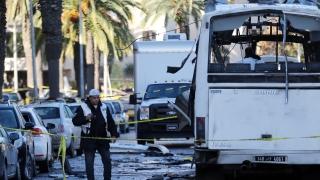 С 10 кг експлозиви взривили автобуса на президентската охрана в Тунис