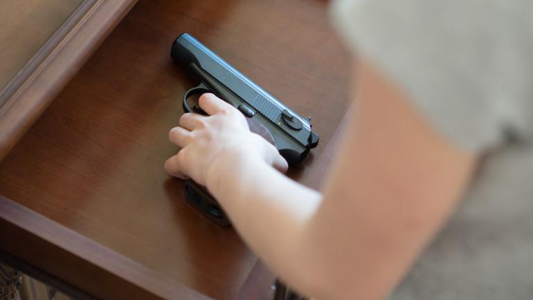 9-годишно момче е с опасност за живота след прострелване