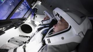 Астронавтите на НАСА пристигнаха във Флорида седмица преди историческия полет