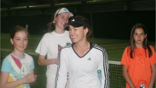 Звездите на тениса играят с деца в чест на Маги