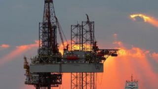 Петролът отново се гмурна под $61 за барел!