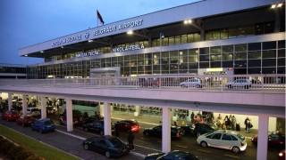 Самолет кацна извънредно в Белград