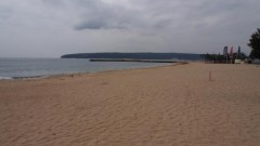 Все още търсят едното дете в морето край Варна