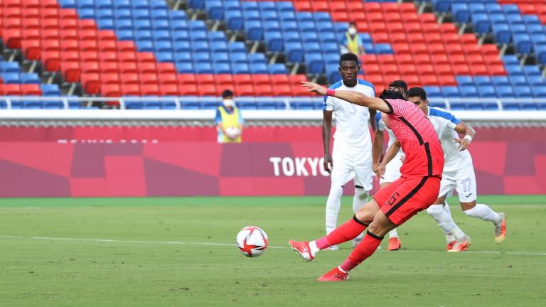 Георги Кабаков се развихри на Олимпийските игра - даде три дузпи и показа червен картон