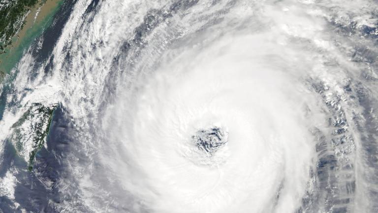 Най-малко 47 души бяха ранени в Япония при преминаването на