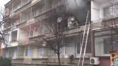 Неизвестен подпали вход в жилищен блок в Добрич