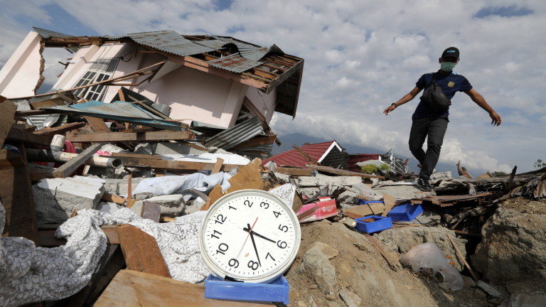 Броят на жертвите от земетресението и последвалото цунами, ударили индонезийския