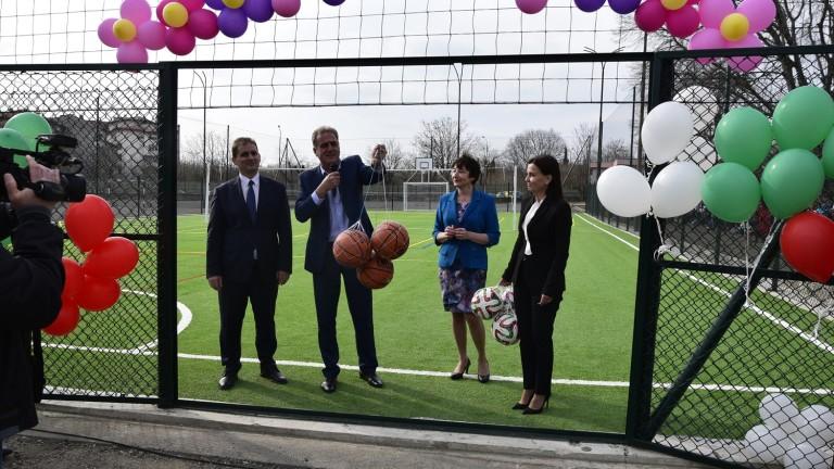 Зам.-министър Ваня Колева откри многофункционално спортно игрище в Айтос