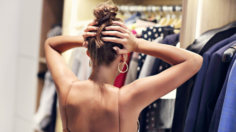 Бърз трик за разчистване на място в гардероба
