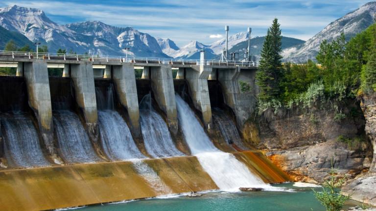 Големите язовири и водни резервоари, изградени да осигуряват възобновяема електроенергия