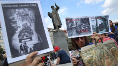 """Русия възмутена от """"циничното"""" премахване на паметника на съветски маршал в Прага"""