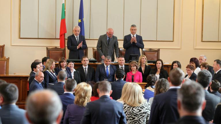 Средната заплата на българските депутати се вдига с 297 лв.
