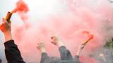 Вижте атакуваните фенове на Ливърпул, мятат ги по витрини!