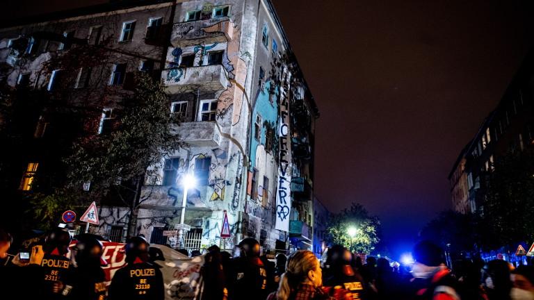 Германци протестират срещу едномесечната блокада на страната заради COVID-19