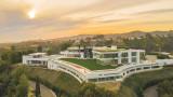 След десетилетие на изграждане, най-големият и скъп дом в историята на Америка се продава