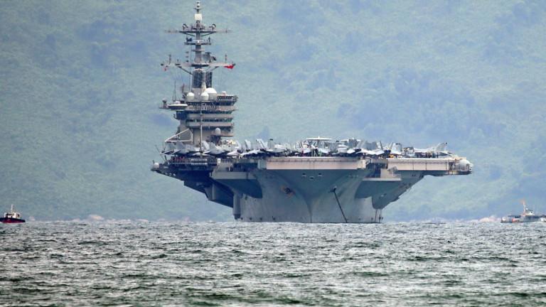 На 2 самолетоносача има заразени, Еспър не иска да евакуира хиляди моряци