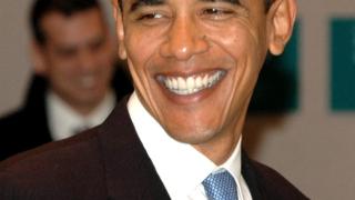 Барак Обама пее на Марк Антъни