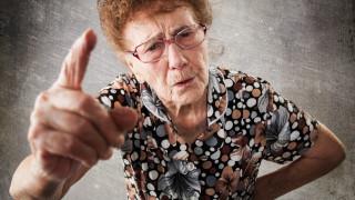 Баба хвана внука си с дрога и го издаде на полицията