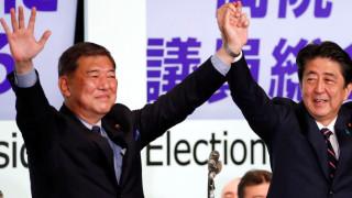Повечето японци предпочитат бившия министър на отбраната Шигеру Ишиба за премиер