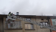 Две жени пострадаха при пожар в таван в Благоевград