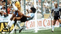 Марадона се готвеше да тръгне за Шефийлд, а лошото време провали трансфера на Кройф в Дъмбартън