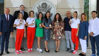 Посланикът на САЩ се срещна с олимпийците ни от Игрите в Токио
