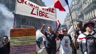 Масови протести във Франция срещу Макрон