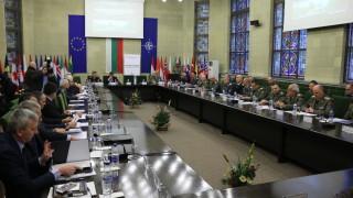 Каракачанов не иска политиката да бърка в проблемите на армията