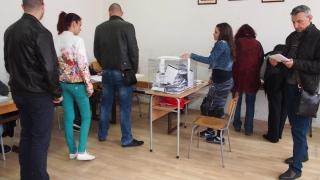 Студенти и докторанти гласуват на мястото, където учат