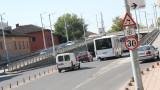 Македонски автобус заседна под пловдивски мост