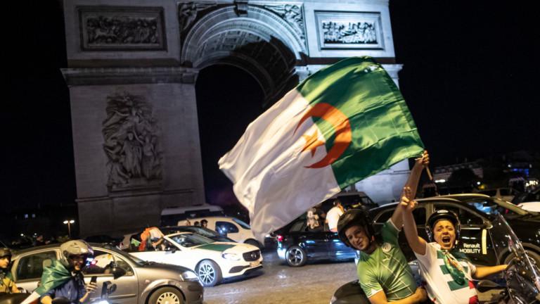 Алжирското правителство е наредило преминаването от френски на английски език